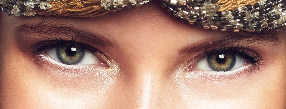 Augen mit hellen Akzenten betonen