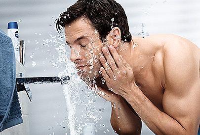 Beugt Rötungen vor: Waschgel von Nivea Men Sensitive.