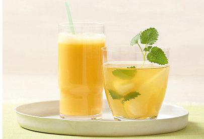 Sommerlicher Cocktail mit Buttermilch und Mango