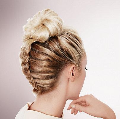 Flechtfrisur: Braided Topknot Flechtfrisur für lange Haare
