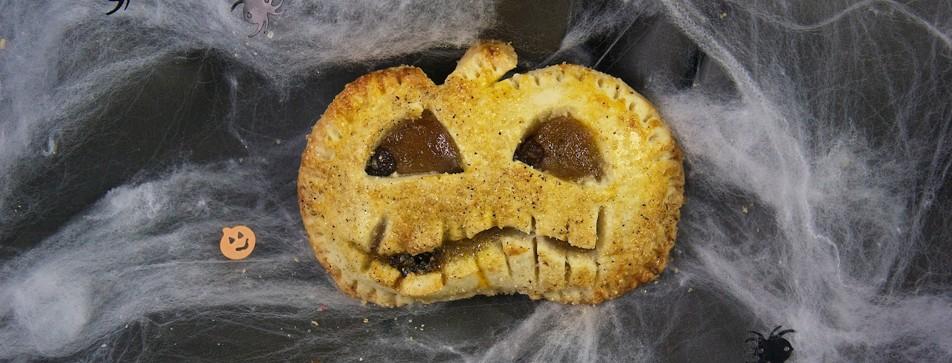 Halloween Snack: Süße Kürbis-Hand-Pies