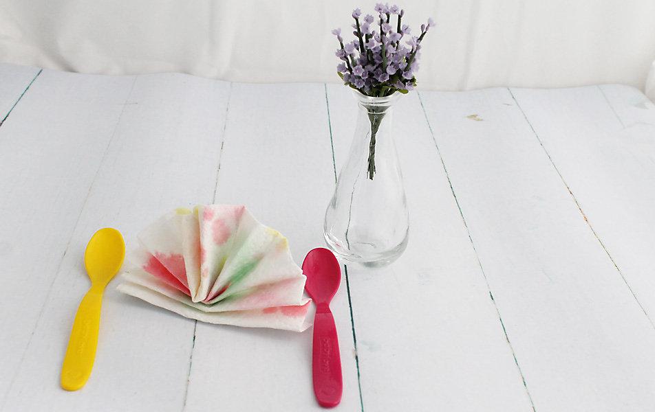 Tischdeko mit selbstgebastelten Servietten