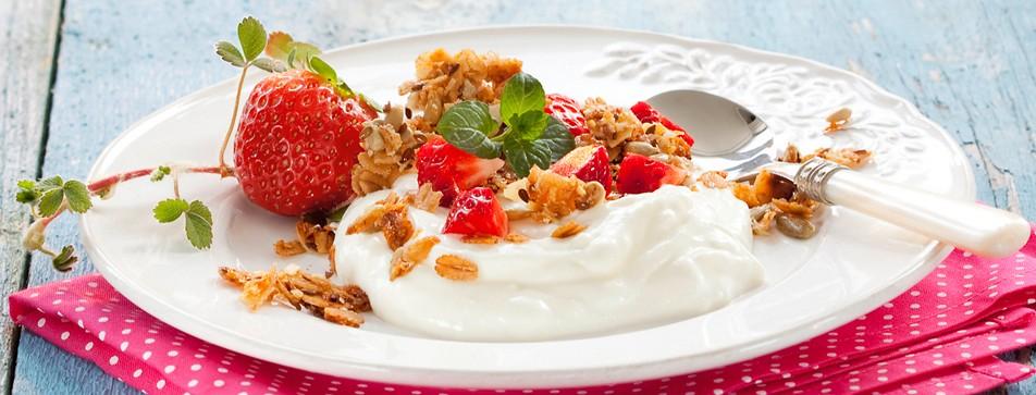 Frühstück: Knuspriges Joghurt-Erdbeer-Müsli