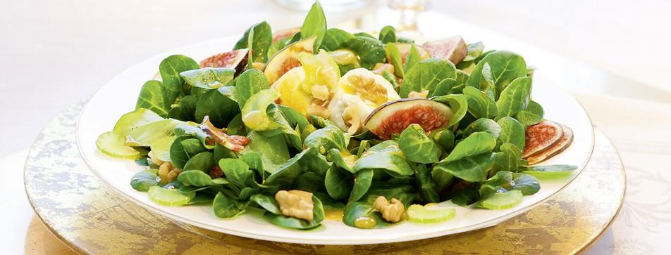 Kalorienarme Rezepte: Feldsalat mit honigglasiertem Ziegenkäse und Himbeerbalsamico