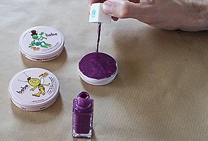 Schritt 4: Creme-Dosen mit Nagellack bemalen
