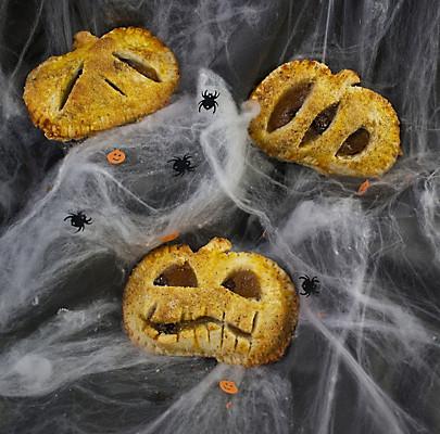 Halloween Rezept: Süße Kürbis-Hand-Pies - Rezept