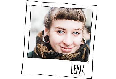 Lena findet Julias Haare besonders schön.