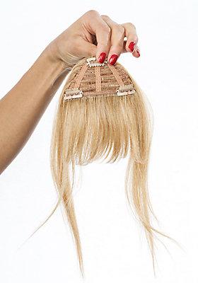 Pony-Haarteil  am Kopf platzieren