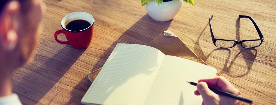 Schreiben Sie alle Aufgaben des Tages auf und ordnen Sie sie nach Wichtigkeit. Unwichtiges am besten gleich wieder streichen.