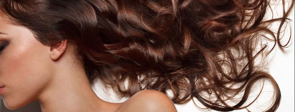 Mit den richtigen Pflegeprodukten und ein paar Regeln zu gesunden und glänzenden Haaren.