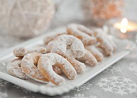 Zu Weihnachten Vanillekipferl backen.