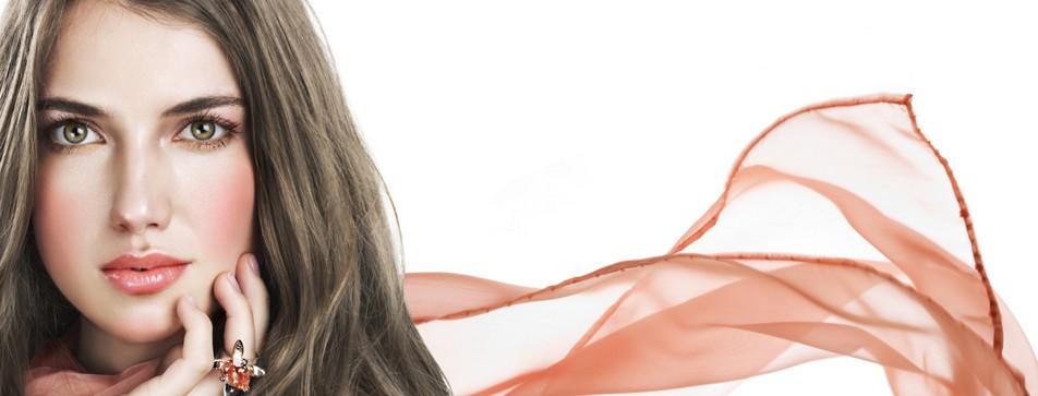 Für seidige Haut sorgen die Produkten von alverde NATURKOSMETIK.