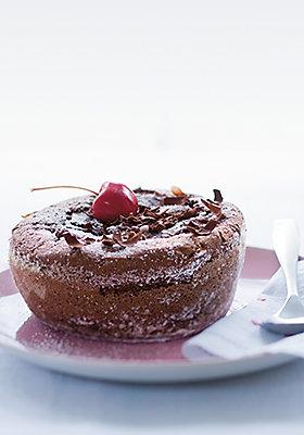 Leckerer Schokoladenkuchen: Genießen Sie den Weltfrauentag in vollen Zügen.