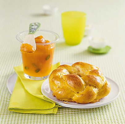 Osterkranz mit Karotten-Mango-Aufstrich