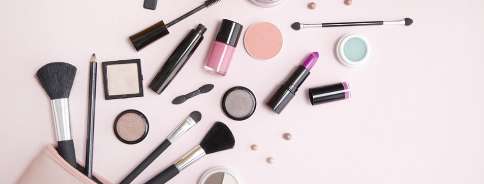 DIY Make-Up Board: Schminkutensilien aufbewahren