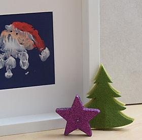 Aus drei Farben und Tonpapier lassen sich Weihnachtskarten ganz leicht selber machen.