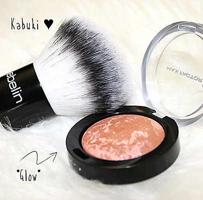 Produkte: Max Factor Pastell Compact Blush Rouge / Nr. 25 Alluring Rose und ebelin Professional Kabuki-Pinsel