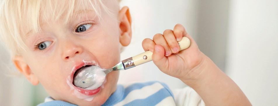 Der Bio-Babybrei schmeckt den Kleinen.
