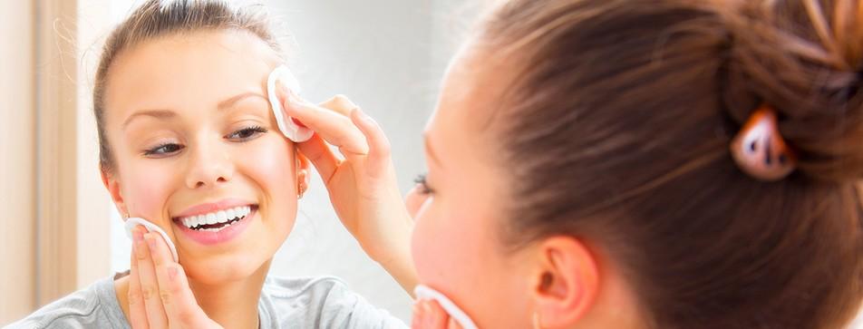 Einfache Gesichtsreinigung mit Mizellen-Technologie.