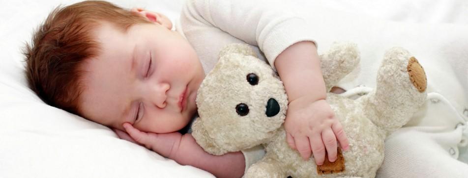 Mit Einschlafritualen finden Babys gut in den Schlaf.