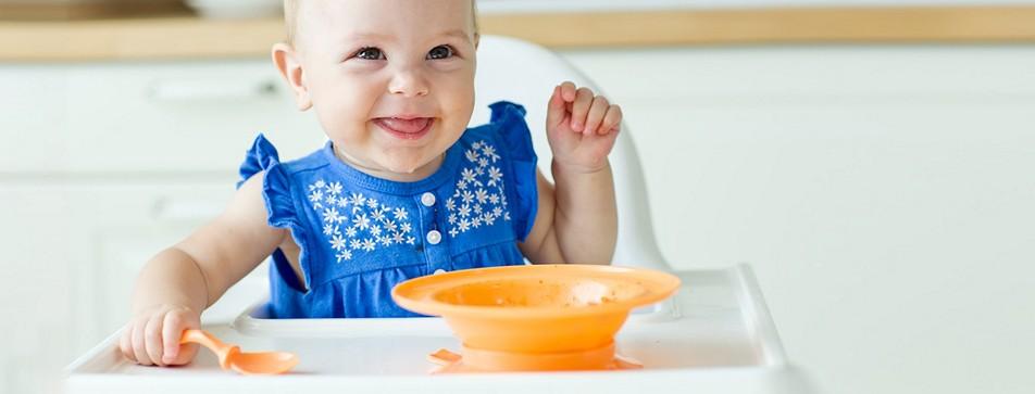Die ersten Babybrei Versuche sind eine spannende Zeit für Eltern und Baby.
