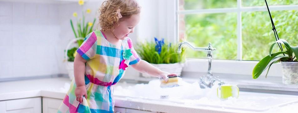 Auch die Kleinsten können in die Hausarbeit einbezogen werden.