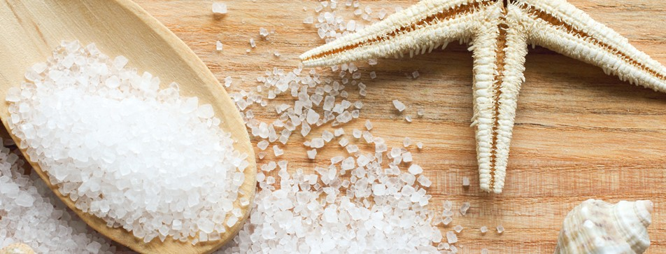 Meersalz tut der Haut gut - zum Beispiel als selbst gemachtes Peeling.