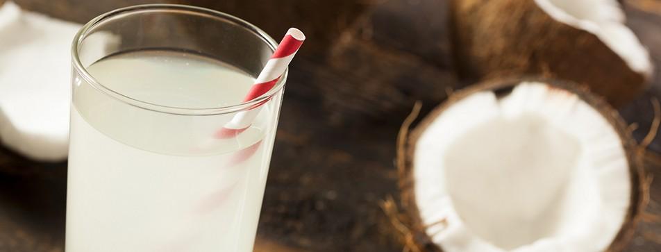 Kokosnusswasser ist das neue In-Getränk!