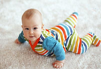 Babys erkennen Farben schon bald nach der Geburt.