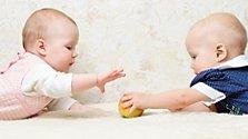 Soziale Kompetenz: Babys erste Freunde
