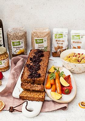 Vegetarischer Nussbraten, Gemüse und Kartoffelhummus mit Zutaten von dmBio.