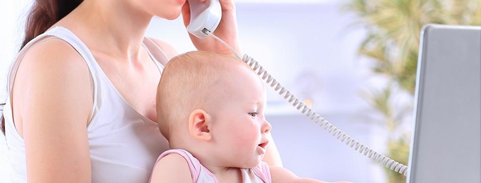Viele Frauen bringen Arbeit und Baby unter einen Hut.