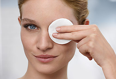 Unreine Haut und Mitesser entstehen oft aufgrund bestimmter Hormone.