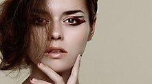 /.content/images/beauty/kontrastreich_schminken_karussell.jpg