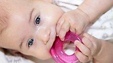 Babys Entwicklung mit vier bis sechs Monaten