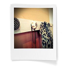 Garderobe selber bauen aus alten Kastenknöpfen