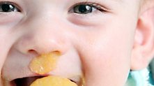 /.content/images/baby/Essen_lernen_Karussell_1366_521.jpg