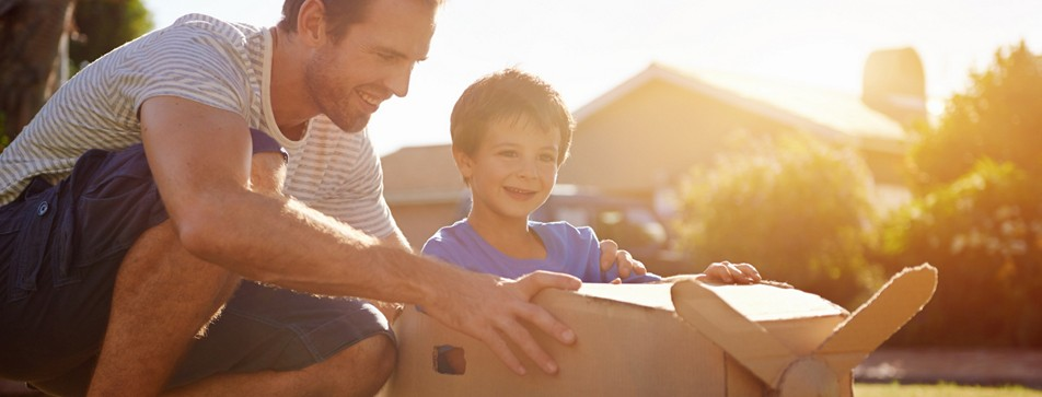 Papas sind Helden, Spielkameraden und Kuschelbären.