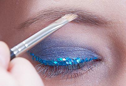 Schritt 4: Augenbrauen nachziehen