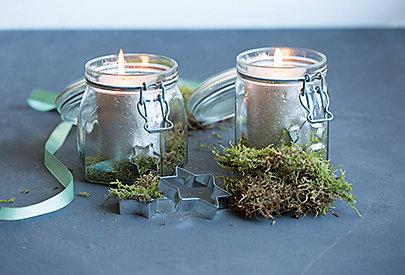 Kerze im Einmachglas mit Moos verziert