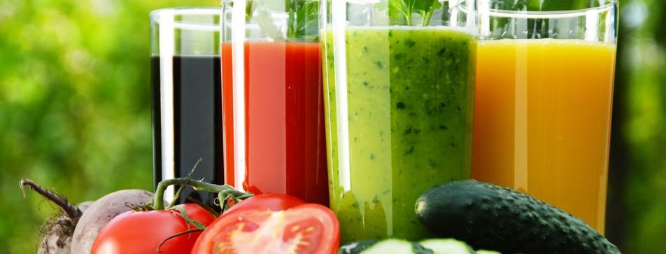 Obst- und Gemüsesäfte liefern dem Körper viele notwendige Vitamine und Mineralstoffe.