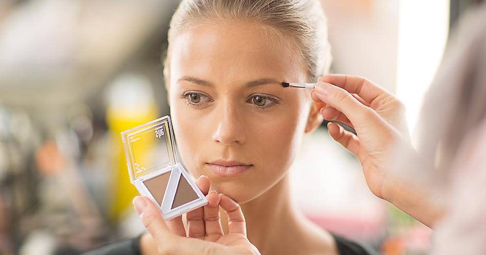 Step 1: Augenbrauen perfektionieren