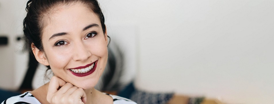 Make-Up Anleitung: Violette Lippen schminken.