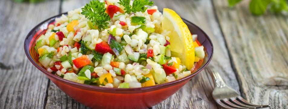 Bulgur wird aus Hartweizengrieß hergestellt und für gesundheitsbewusste Ernährung sehr zu empfehlen.