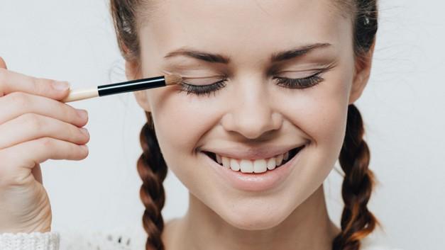 /.content/images/beauty/erstes-Make-Up_1366x521.jpg