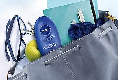 NIVEA Reichhaltige Body Milk: Mandel-Öl versorgt Ihre Haut mit ausreichend Feuchtigkeit, besonders während der kalten Jahreszeit.
