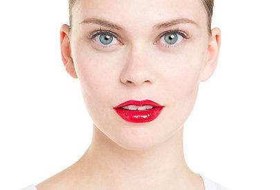 Fertig: rot geschminkte Lippen in wenigen Minuten.