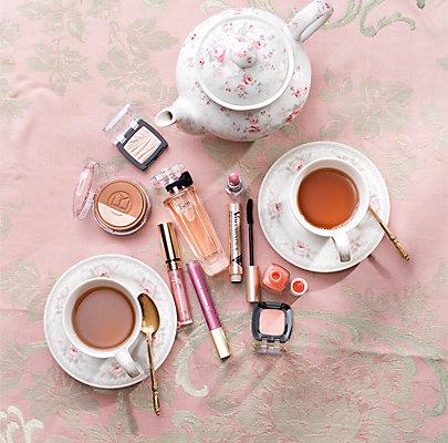 Langanhaltender Lippenstift zur Teezeit.