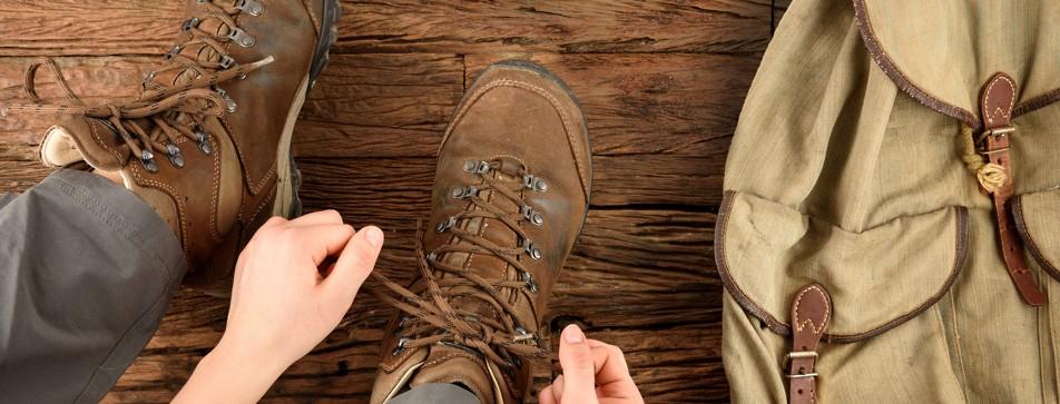 Blasen an den Füßen vermeiden und Wanderschuhe auslüften.