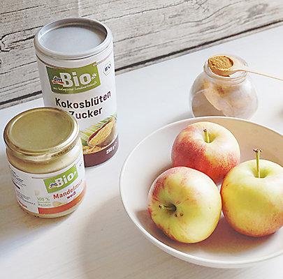Apfelstrudel Rezept mit Kokosblütenzucker und Mandelmus.